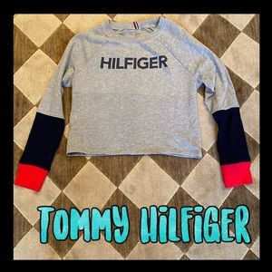 Tommy Zhilfuger light weight long sleeve top